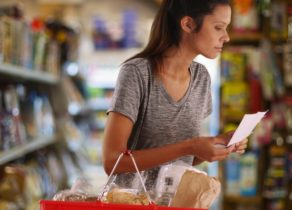 behavior-change-lead-nurturing-woman-grocery-shopping